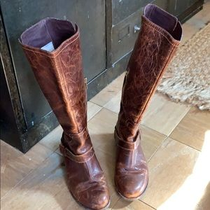 Great ugg leather boots- size 6.